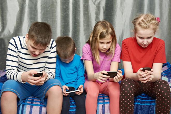 La mitad de los niños de educación básica en Brasil usa celular